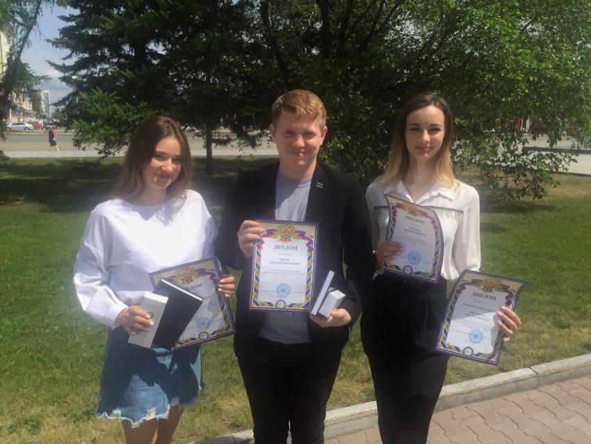 На итоговом заседании совета по воспитательной и внеучебной работе наградили студентов ЮИ