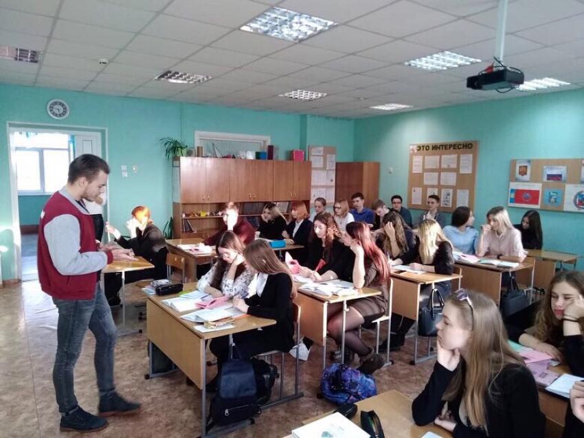 Студенты ЮИ посетили школы с программой профориентации